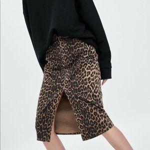 NWOT▪️Zara trf leopard print skirt.